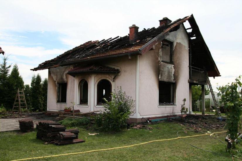 Slika 2: Popolnoma uničena stanovanjska hiša po požaru